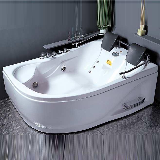 Необычная акриловая ванна
