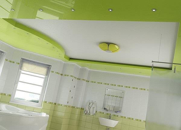 Зеленный потолок в ванной комнате
