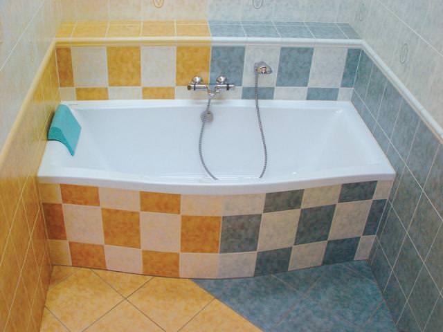 Цветная акриловая ванна