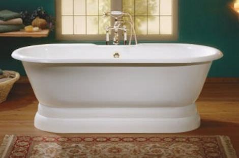 Белая чугунная ванна