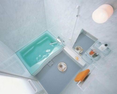 Белая и маленькая ванная
