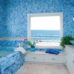 Синяя плитка в ванной комнате