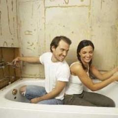Девушка и мужчина в ванне