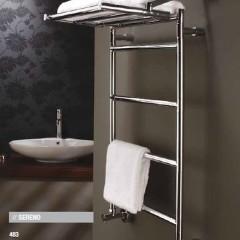 Ванная: полотенцесушитель с полкой