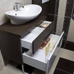Коричневая тумба в ванную