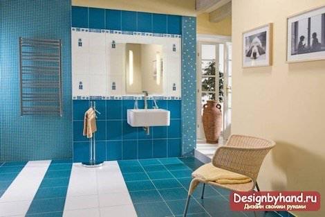 Голубая плитка ванной
