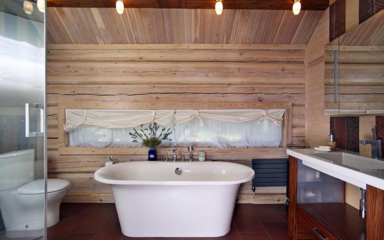 Как красиво сделать дизайн ванной в деревянном доме (52 фото)