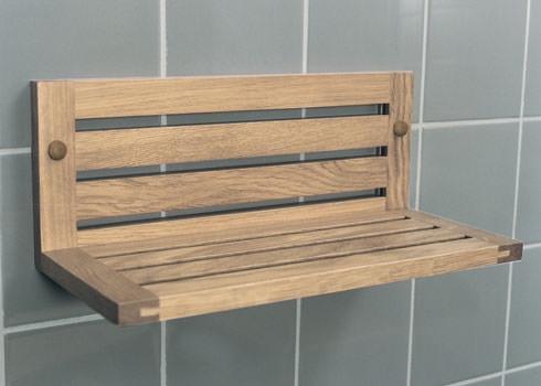 Деревянная полка в ванную