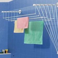 Настенная сушилка в ванной