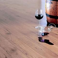 Разлитое вино на пол