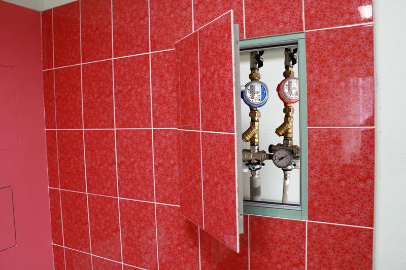 люки сантехнические нажимные под плитку со сдвижной дверцей