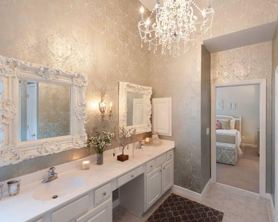 В ванную комнату люстру
