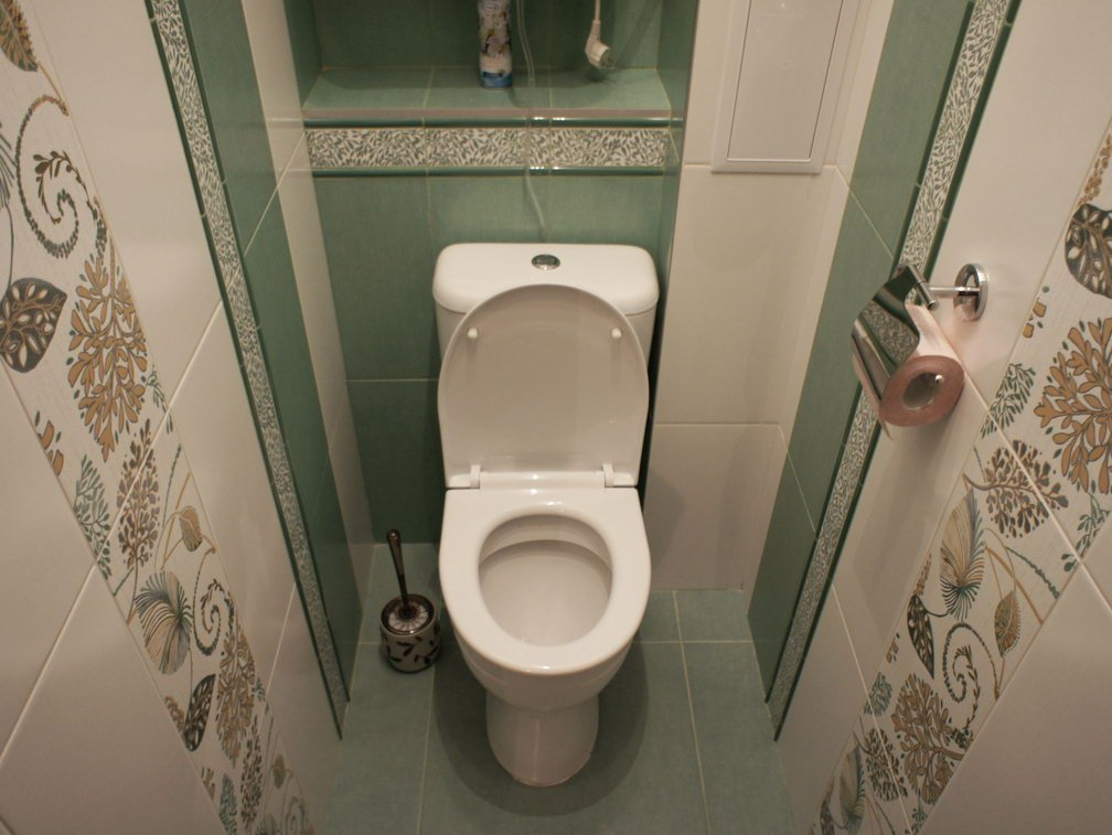 Дизайн туалета маленького размера в панельном