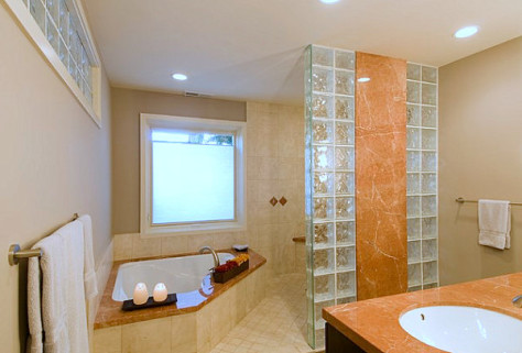 Как использовать стеклоблоки в ванной комнате (75 фото)